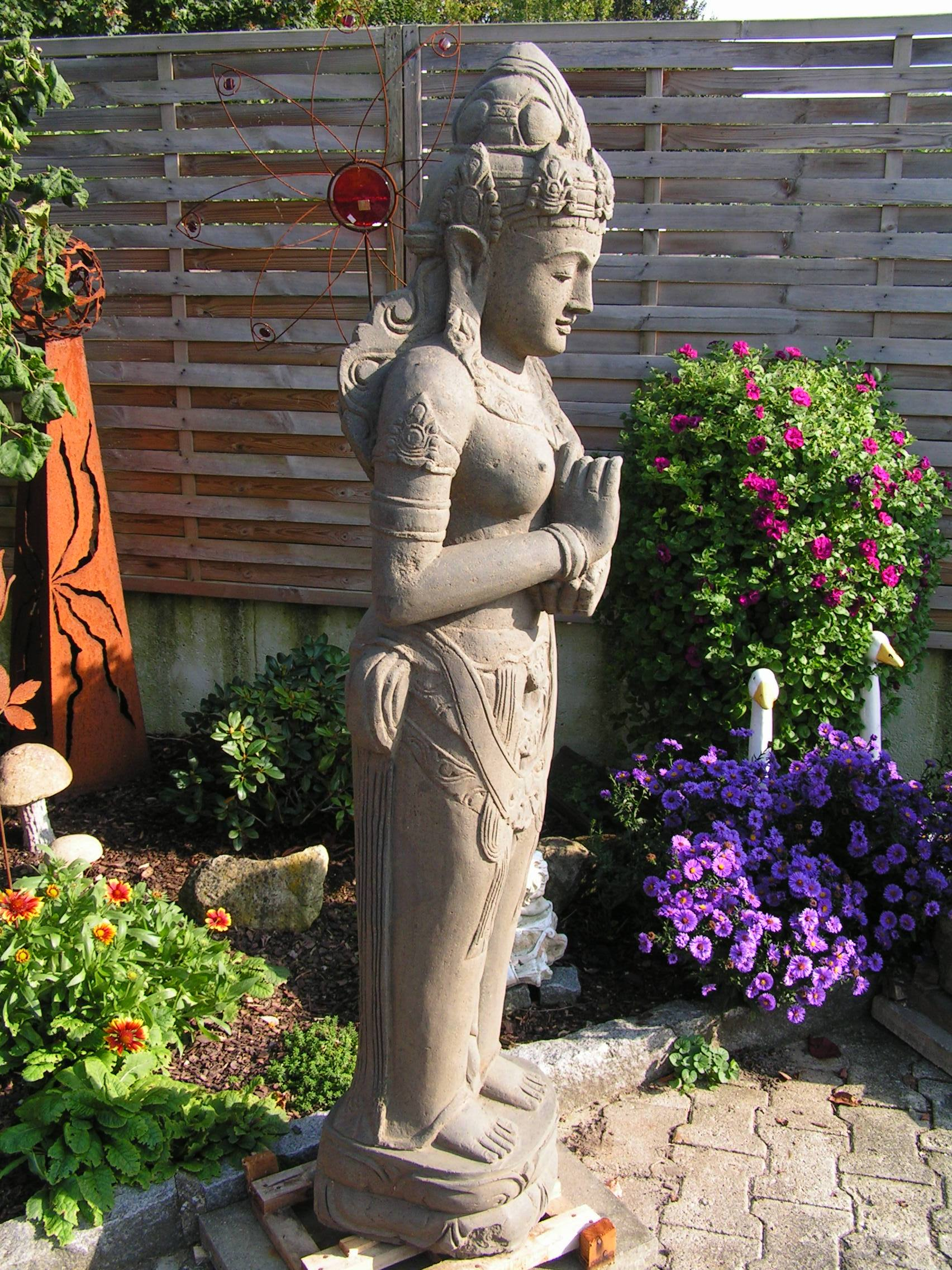 Gartendekoration hoch
