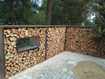 Sichtschutz holzlager gartendekoration hauner for Gartendeko aus stein und metall