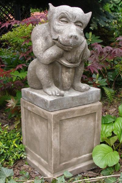 Gartendeko Figur Skulptur Devonshire Gargoyle Sockel ©by Fiona Scott Steinguss